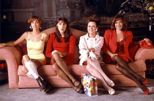 María Barranco (Candela), Rossy de Palma (Marisa), Julieta Serrano (Lucía), Carmen Maura (Pepa)