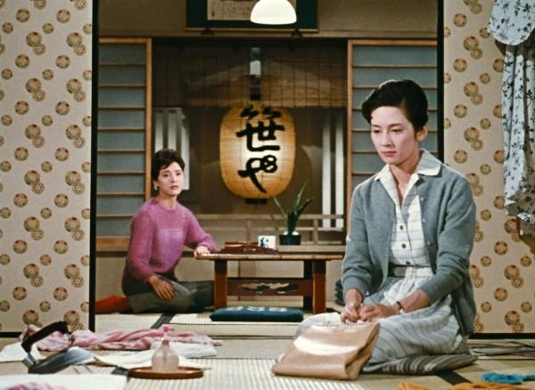 Mariko Okada (Yuriko Sasaki), Yôko Tsukasa (Ayako Miwa)