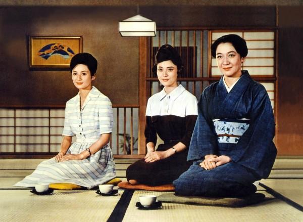 Yôko Tsukasa (Ayako Miwa), Mariko Okada (Yuriko Sasaki), Setsuko Hara (Akiko Miwa)