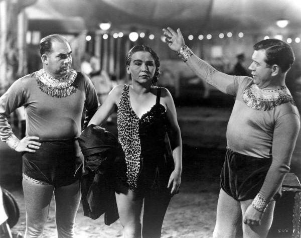 Edward Brophy (Frère Rollo),  Josephine Joseph (Mi-homme-Mi-femme), Matt McHugh (Frère Rollo)