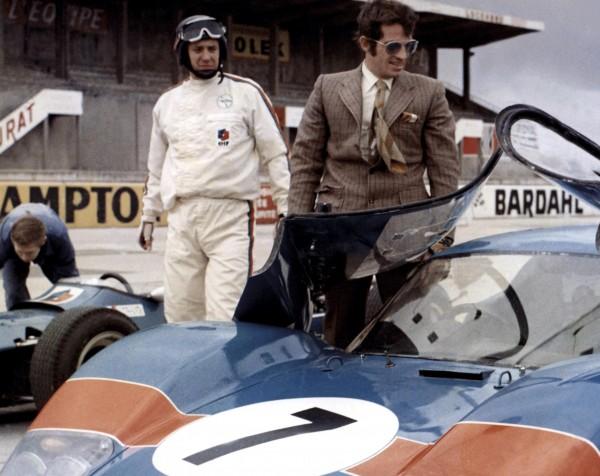 Carlo Nell (un coureur automobile), Jean-Paul Belmondo (François Holin dit «Ho»)