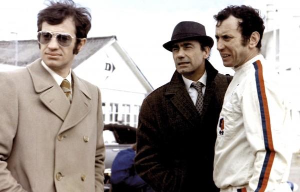 Jean-Paul Belmondo (François Holin dit «Ho»), Paul Crauchet (Gabriel Briand), Carlo Nell (un coureur automobile)