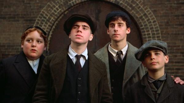Mike Monetti («Fat» Moe Gelly jeune), Adrian Curran (Cockeye jeune), Rusty Jacobs (Max jeune / David Bailey), Brian Bloom (Patsy jeune)