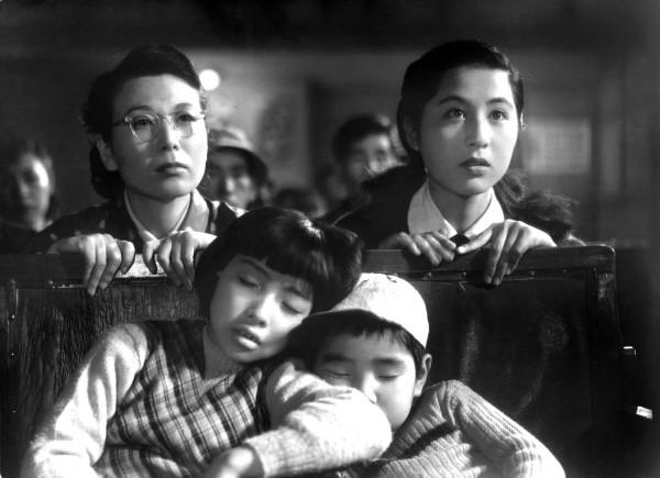 Kinuyo Tanaka (Masako Fukuhara ), Kyôko Kagawa (Toshiko Fukuhara )