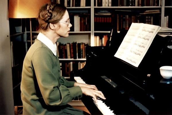 Liv Ullmann (Eva)