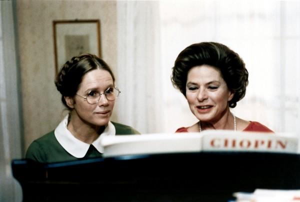 Liv Ullmann (Eva), Ingrid Bergman (Charlotte Andergast)