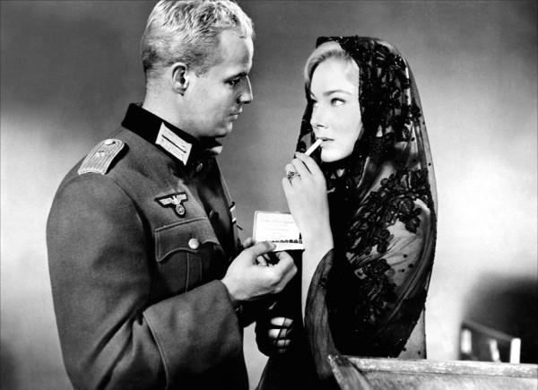 Marlon Brando, May Britt (Gretchen Hardenberg)