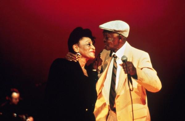 Ibrahim Ferrer chantant en duo avec Omara Portuondo