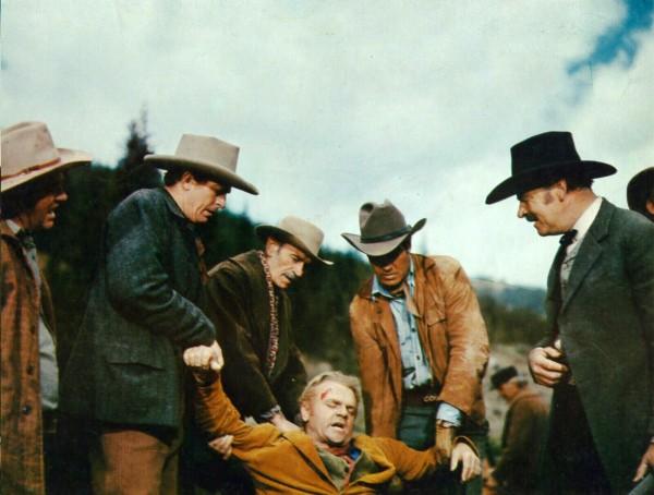 James Cagney (au centre), personnages