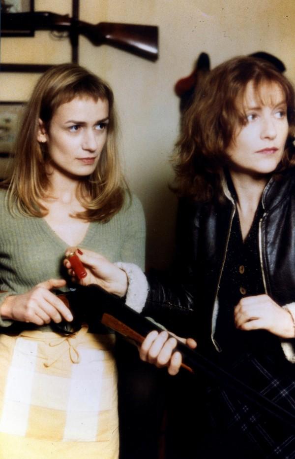 Sandrine Bonnaire (Sophie), Isabelle Huppert (Jeanne)