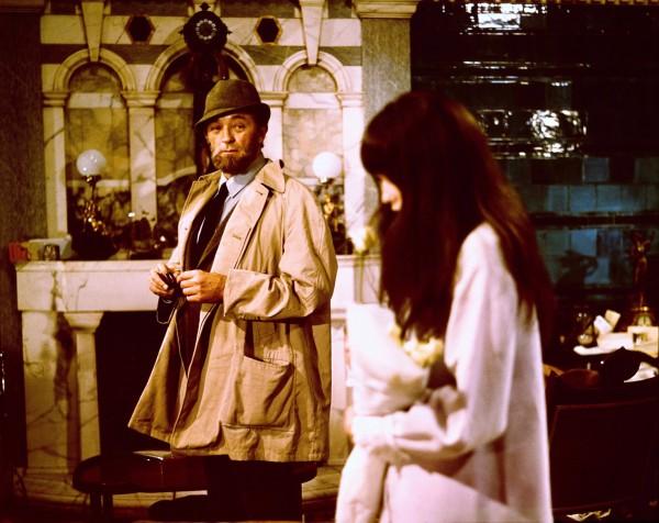Robert Mitchum, Mia Farrow