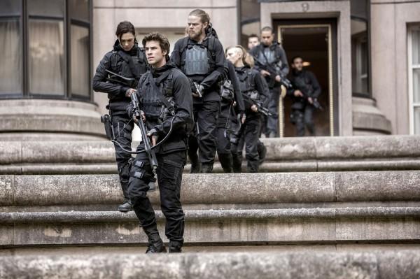 Michelle Forbes (Lieutenant Jackson), Liam Hemsworth, Elden Henson (Pollux)