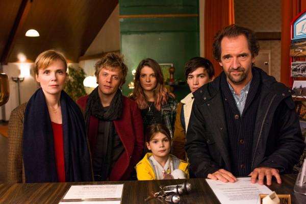 Isabelle Carré, Alex Lutz, Joséphine Japy, Aminthe Audiard (Prune Guilby), Solal Forte, Stéphane De Groodt