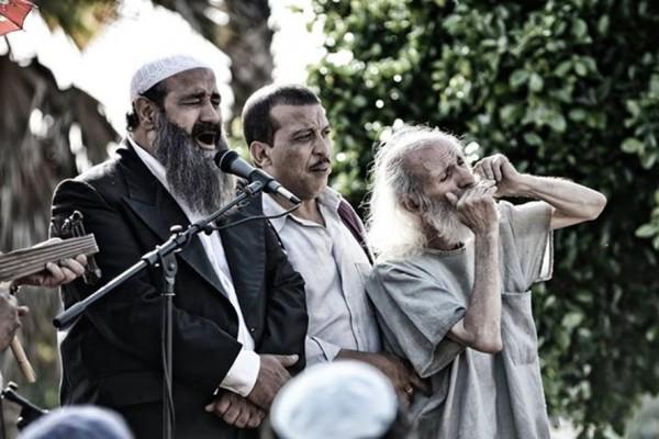 Aziz Dadas (au centre), personnages