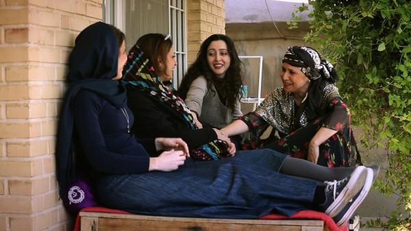 Personnages, Sara Najafi, Parvin Azimi