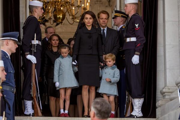 Personnage, Beth Grant, Sunnie Pelant, Natalie Portman, Peter Sarsgaard, Aiden Weinberg (John Kennedy Jr.), personnages