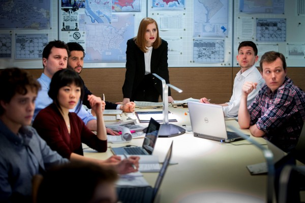 Douglas Smith, Grace Lynn Kung (Lauren), personnage, Al Macadam (Ross), , Kyle Mac, Austin Strugnell (Travis)