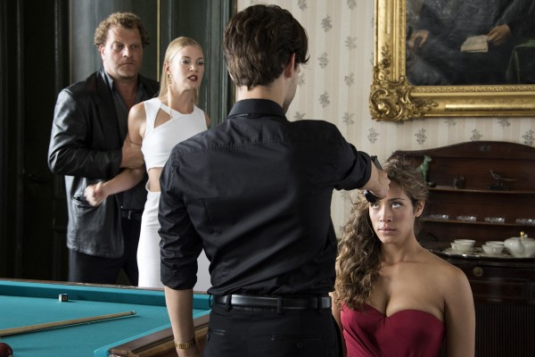 Personnage, Mona Walravens, Alex Hendrickx (Caspar), Manon Azem