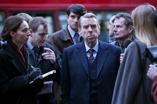 Timothy Spall (au centre), personnages
