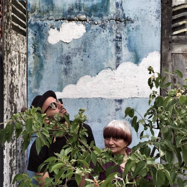 JR, Agnès Varda dans la cour du 86, rue Daguerre, Paris