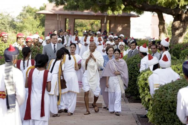 Hugh Bonneville, Neeraj Kabi (Mahatma Gandhi), Gillian Anderson, personnages