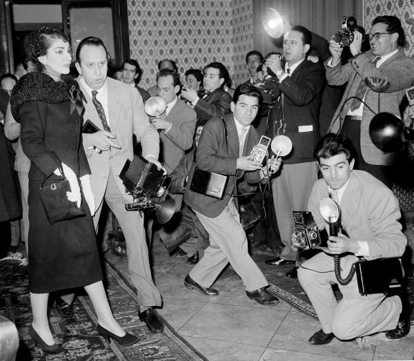 Rome, conférence de presse, cinq jours après le scandale, le 7 janvier 1958