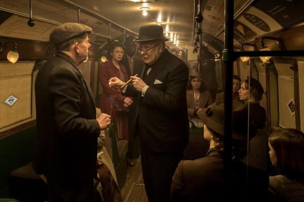 Gary Oldman (au centre), personnages