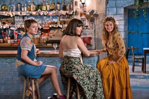Alexa Davies (Rosie jeune), Jessica Keenan Wynn (Tanya jeune), Lily James (Donna jeune)