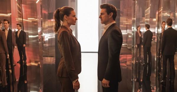 Rebecca Ferguson (Ilsa Faust), Tom Cruise (Ethan Hunt)