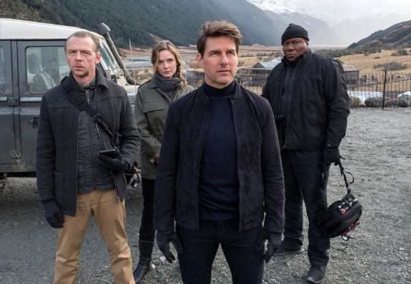 Simon Pegg (Benji Dunn), Rebecca Ferguson (Ilsa Faust), Tom Cruise (Ethan Hunt), Ving Rhames (Luther Stickell)