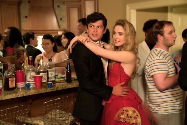 Graham Phillips (Austin), Kathryn Newton (Julie)