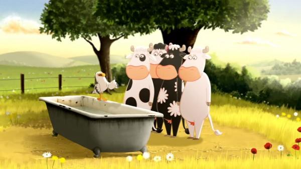 Quatre vaches découvrent la liberté dans le monde inconnu qui s'étend au-delà de leur pré.