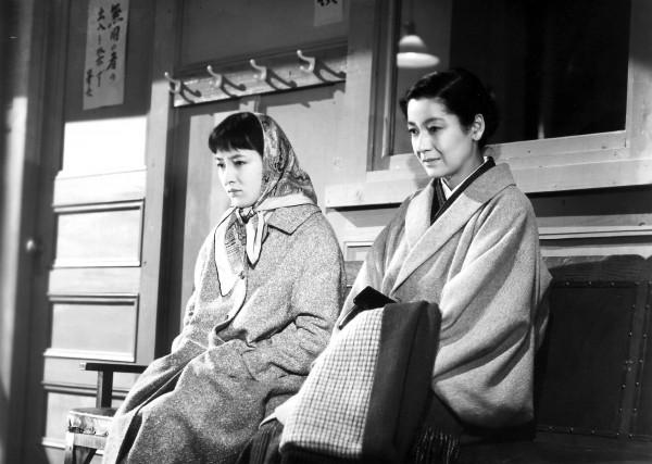 Ineko Arima (Akiko Sugiyama), Setsuko Hara (Takako Numata)