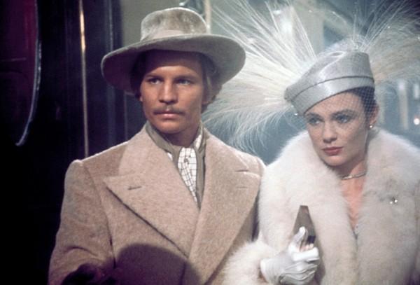 Michael York (le comte Andrenyi), Jacqueline Bisset