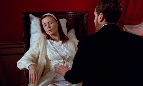 Harriet Andersson (Agnès), Erland Josephson (David, le médecin)