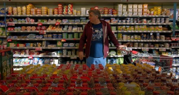 Le réalisateur Werner Boote dans un magasin