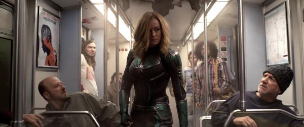 Brie Larson au centre, personnages