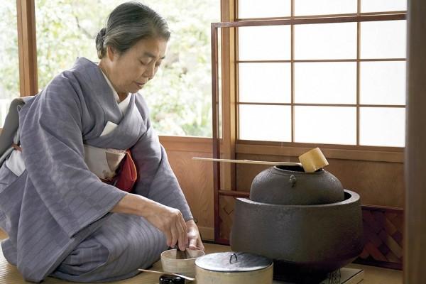 Kirin Kiki (le professeur Takeda)