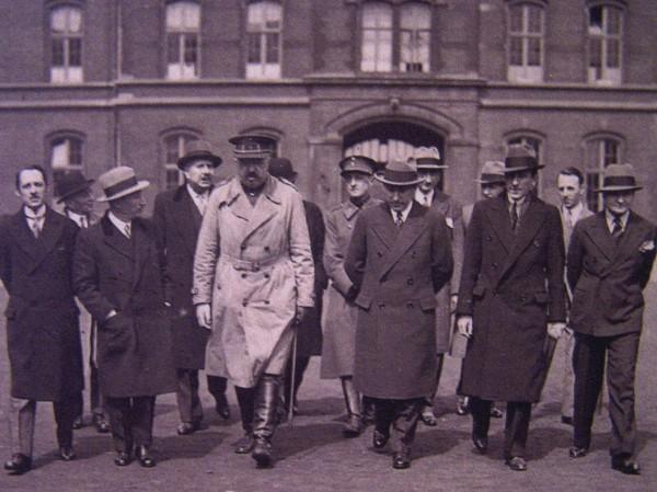 """Présentation officielle du film """"Les Croix de Bois"""", 1931, en compagnie de  Bernard Natan, Roland Dorgelès et Raymond Bernard"""