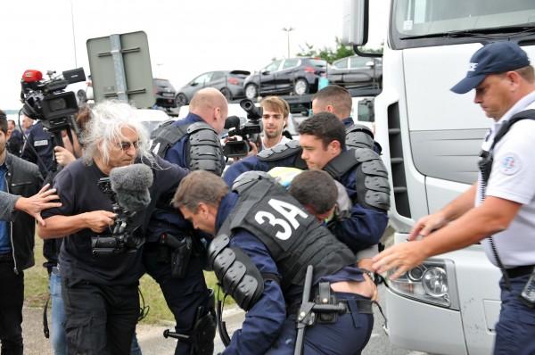 Le réalisateur Lech Kowalski, forces de police