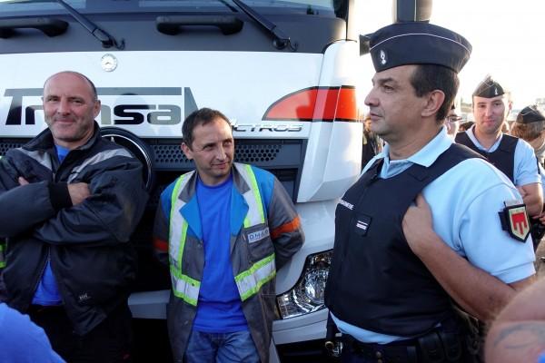 Salariés de l'usine d'équipement automobile GM&S à La Souterraine en Creuse, gendarmes