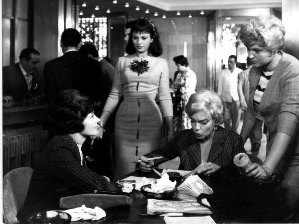 Emmanuelle Riva, Sandra Milo, Simone Signoret, Gina Rovere