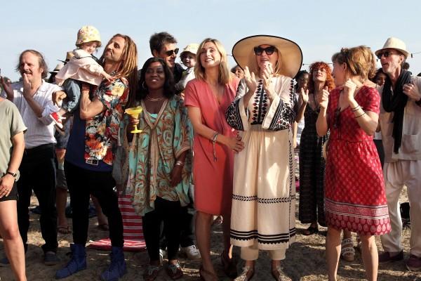 Philippe Katerine, Arié Elmaleh, Claudia Tagbo, Thierry Neuvic, Julie Gayet, Chantal Ladesou, Nino Kirtadzé, Julie Depardieu