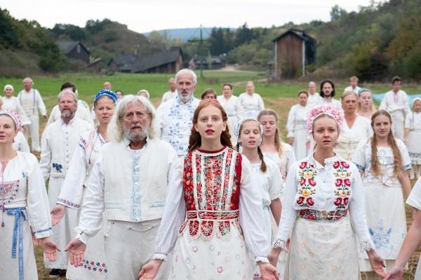 Isabelle Grill (Maja) au centre, personnages