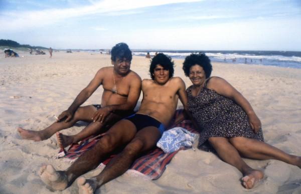 Diego Maradona avec son père et sa mère