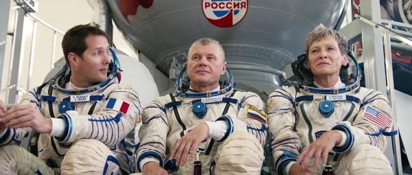 Le spationaute Thomas Pesquet, le cosmonaute russe Oleg Novitski, la chercheuse en biochimie américaine et astronaute de la NASA Peggy Whitson