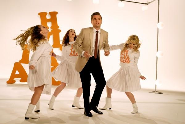 Leonardo DiCaprio au centre, personnages