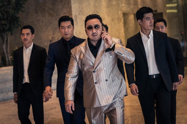 Ma Dong-seok au centre, personnages