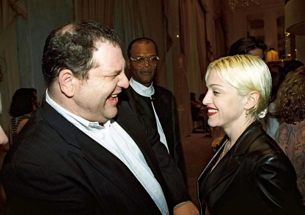 Harvey Weinstein et Madonna à la fête pré-Oscar Miramax pour la 67e cérémonie annuelle des Academy Awards, à Los Angeles, le 26 mars 1995