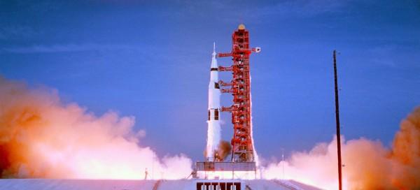 Lancement de la fusée Saturn V transportant l'équipage d'Apollo 11